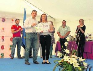 Lidia A. Entrega premios
