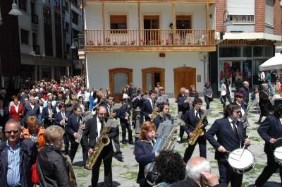 MERA.- La banda en la procesión del Corpus