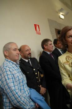 El Jefe de la Policía Local tars saludar a la Reina
