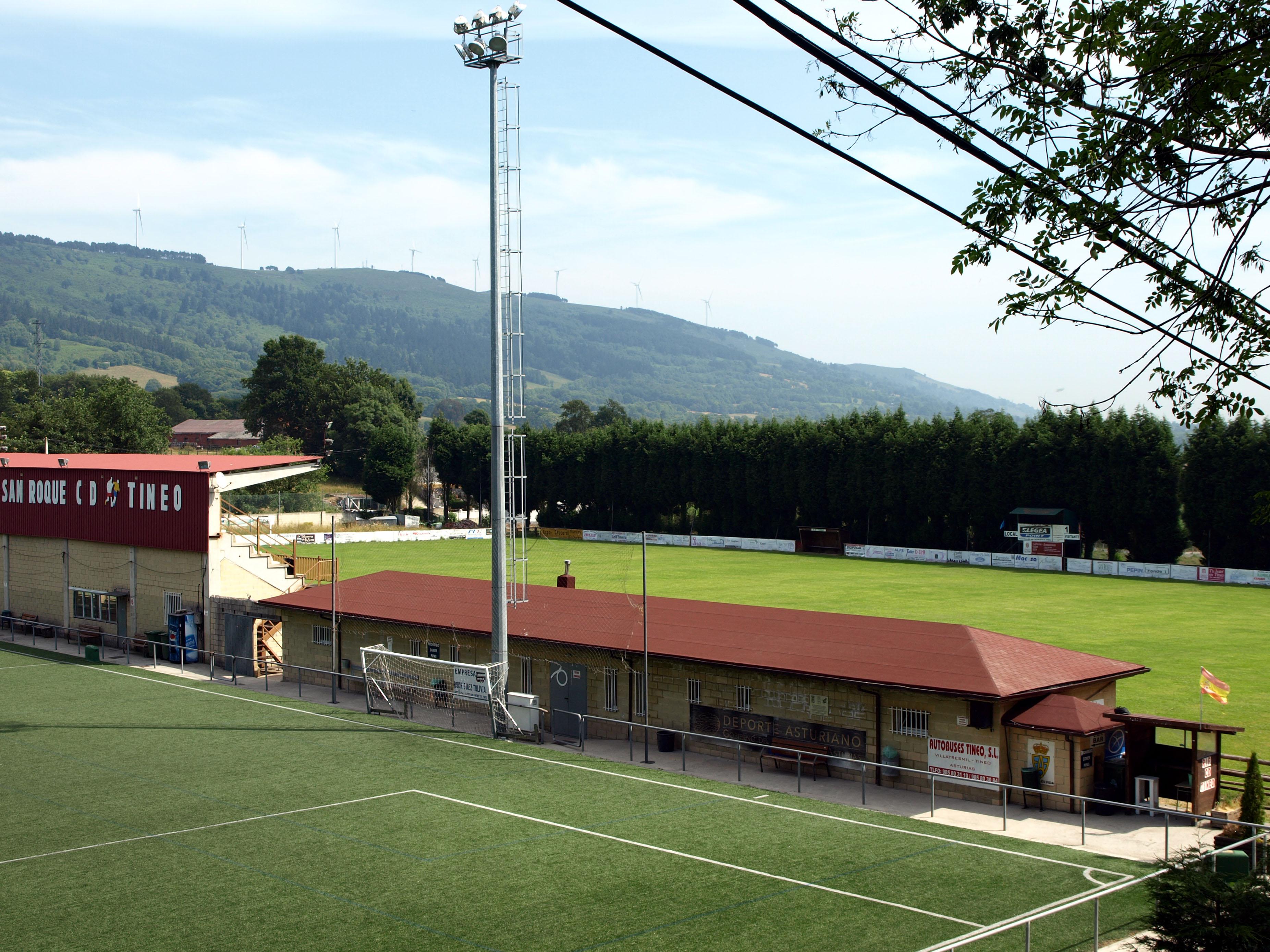 El ayuntamiento de tineo mejora las instalaciones for Piscina municipal san roque