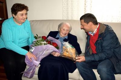 Alcalde homenajea a Amalia