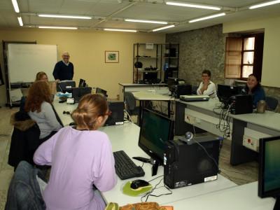 Desempleadas en un curso de Internet