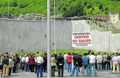 Una manifestación demandando el Centro de Salud