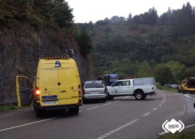 2016-10-13-accidente-de-trafico-en-cangas-del-narcea-1