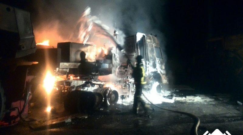 2016-10-23-incendio-de-camion-en-mina-de-cerredo-1