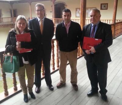 Representantes de la Cámara con el alcalde cangués
