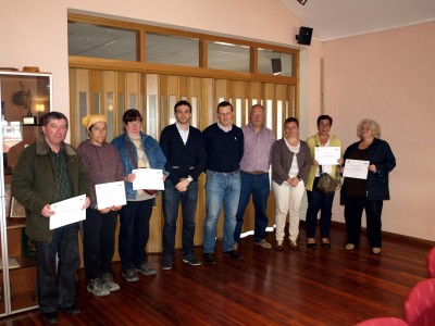 Participantes en el curso con alcalde y concejales