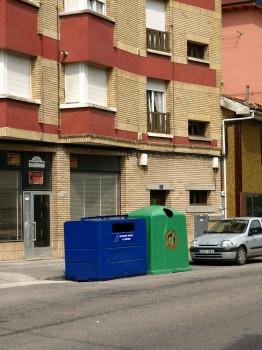 Isla de contenedores en El Castillo