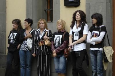 Mera.- Protesta de la familia ante el juzgado