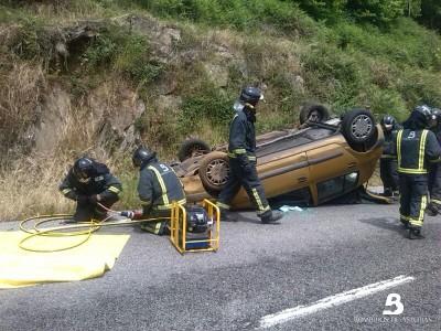 2014.05.21 ACCIDENTE DE TRAFICO EN CANGAS DEL NARCEA 2