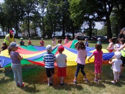 Los alumnos más pequeños juegan en San Roque