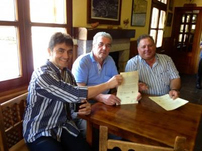 Los 3 Alcaldes tras la firma