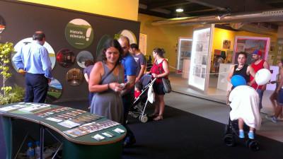 Visitantes a la FIDMA en stand de Tineo