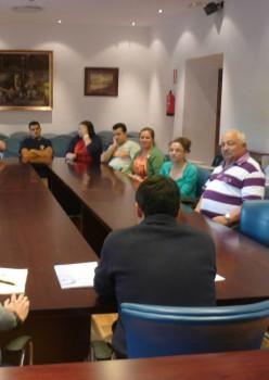 Álvarez.-Reunión de alcalde y padres