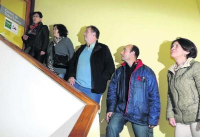 Lidia.- Miembros de la Asociación en las complicadas escaleras