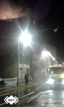 2015.03.31 Incendio urbano en Tineo 1