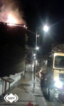 2015.03.31 Incendio urbano en Tineo 2