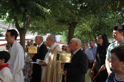 La alcaldesa presidiendo la procesión de los Santos