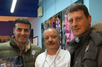 El presidente( centro) con los alcaldes de Cangas y Tineo en Navelgas