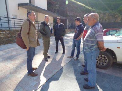Director general y ganaderos en Corias