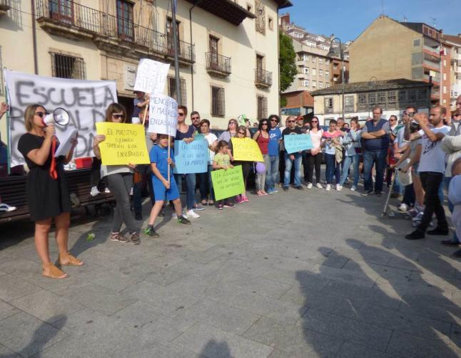 CANGAS DEL NARCEA.- Los profesores itinerantes rurales reclaman el kilometraje que realizan y denuncian los incumplimientos de la Consejería.