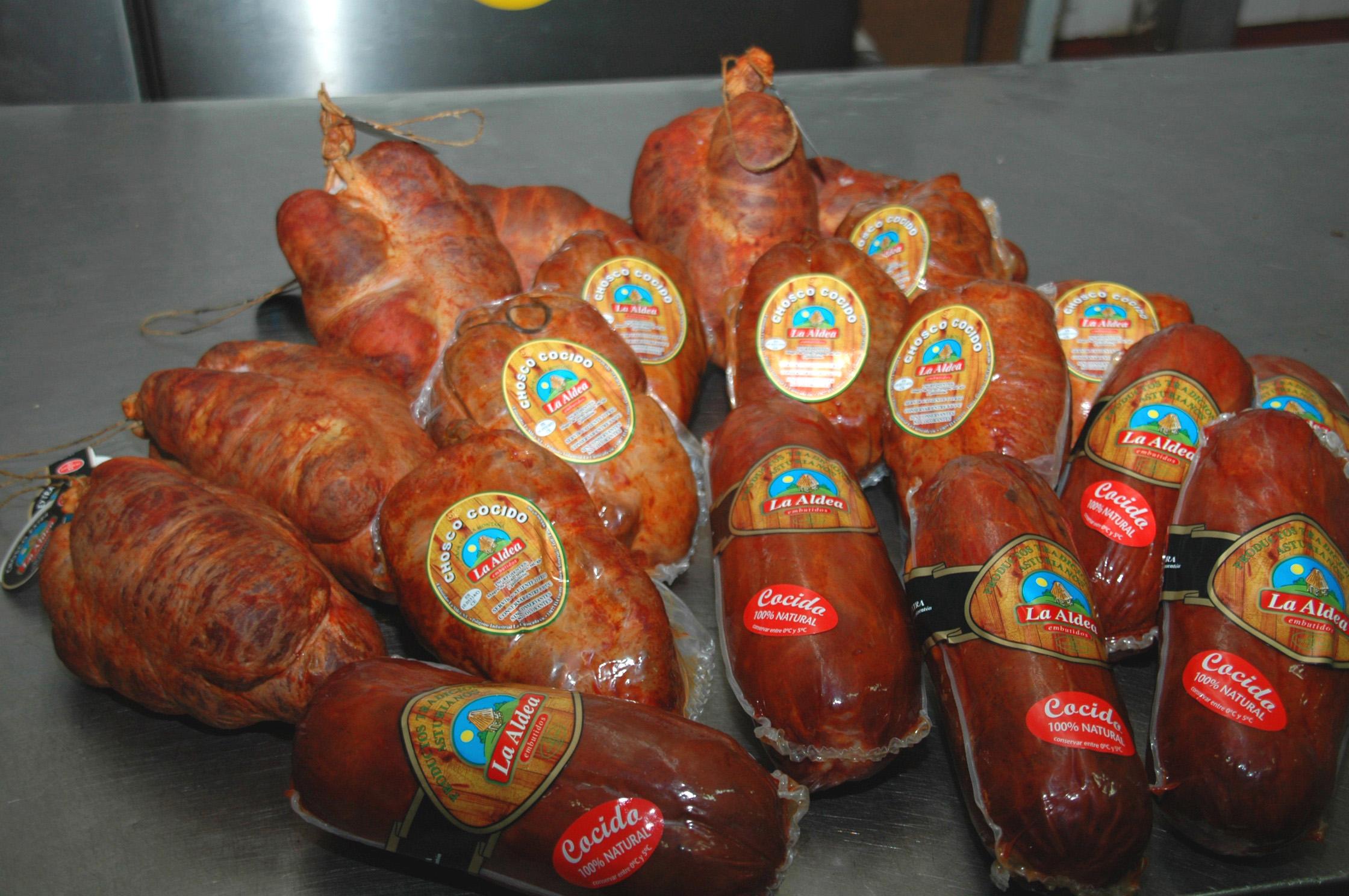TINEO.-Niños y niñas practican mañana la cocina innovadora con Chosco de Tineo.
