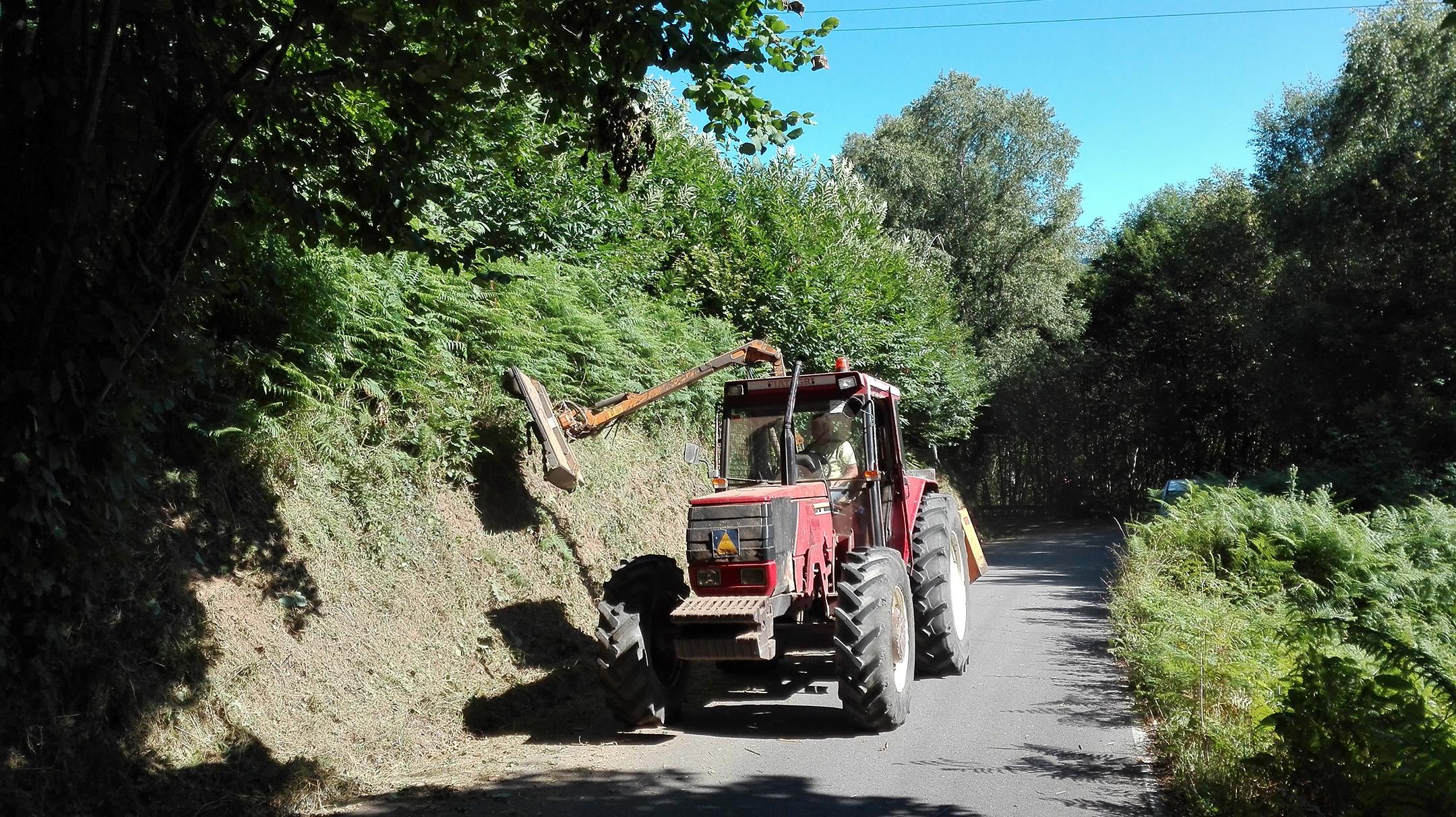 ALLANDE.- Iniciados los desbroces de carreteras locales