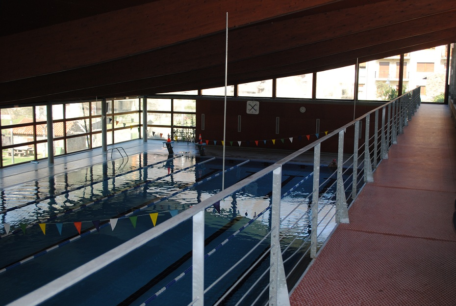 CANGAS DEL NARCEA.- Se renueva la instalación de la piscina
