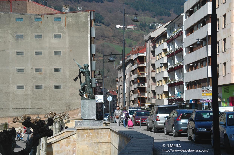 CANGAS DEL NARCEA. Reubicación de contenedores en Pelayo