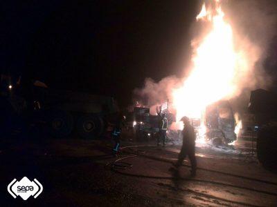 2016-10-23-incendio-de-camion-en-mina-de-cerredo-3