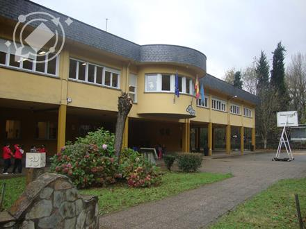 CANGAS DEL NARCEA.- El colegio de Vega de Rengos contará con un aparcamiento propio.