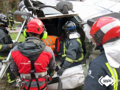 2016-11-29-accidente-de-trafico-en-cangas-del-narcea-6