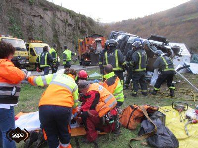 2016-11-29-accidente-de-trafico-en-cangas-del-narcea-8