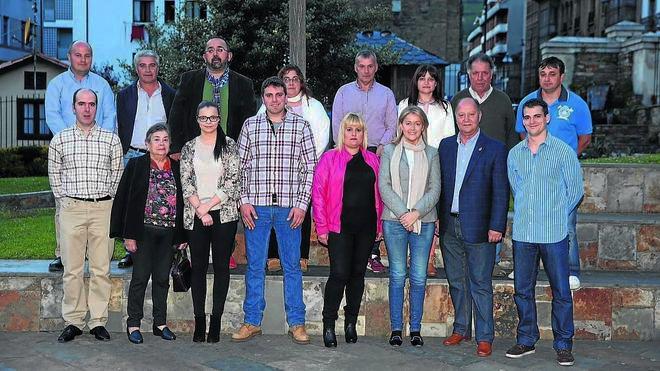 CANGAS DEL NARCEA.- Dimite la comisión directiva de FORO en Cangas del Narcea