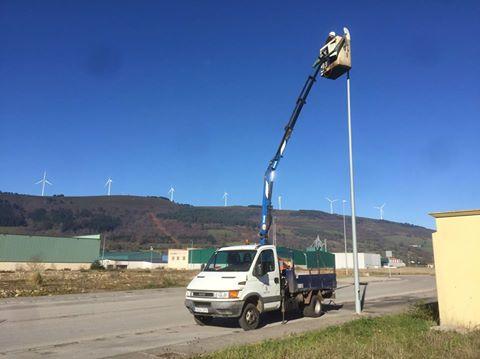 TINEO.-Mejora la iluminación en el polígono industrial de La Curiscada.
