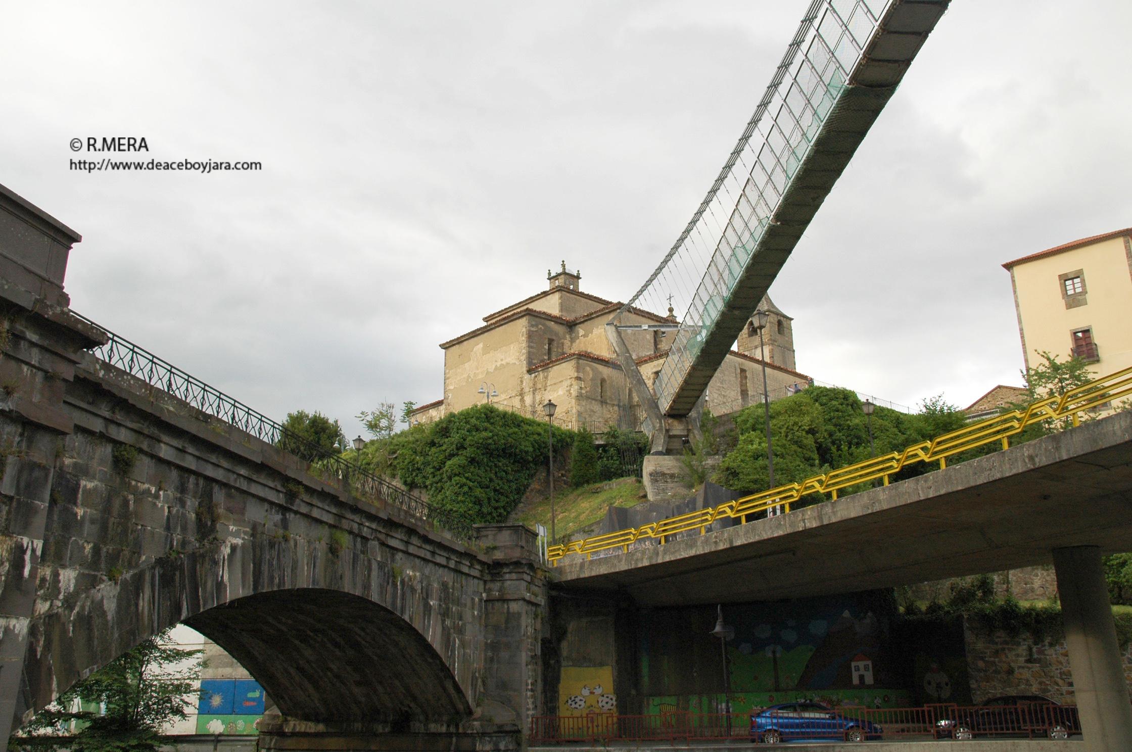 CANGAS DEL NARCEA.- El polémico Puente Colgante cangués o las obras de quita y pon