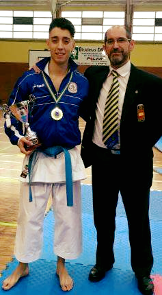 Niko Gonzalez, campeon de Asturias de karate