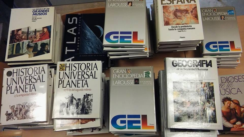 TINEO. Donación particular de 1.000 libros para las bibliotecas de Navelgas y Tuña