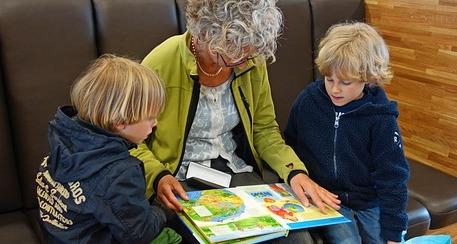 CANGAS DEL NARCEA.- Taller de abuelos y abuelas educadores