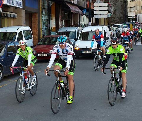 CANGAS DEL NARCEA.-Ciclistas cangueses recuerdan a Rogelio Muñiz.