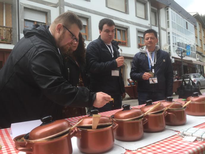 TINEO.- A comer potaje a Navelgas