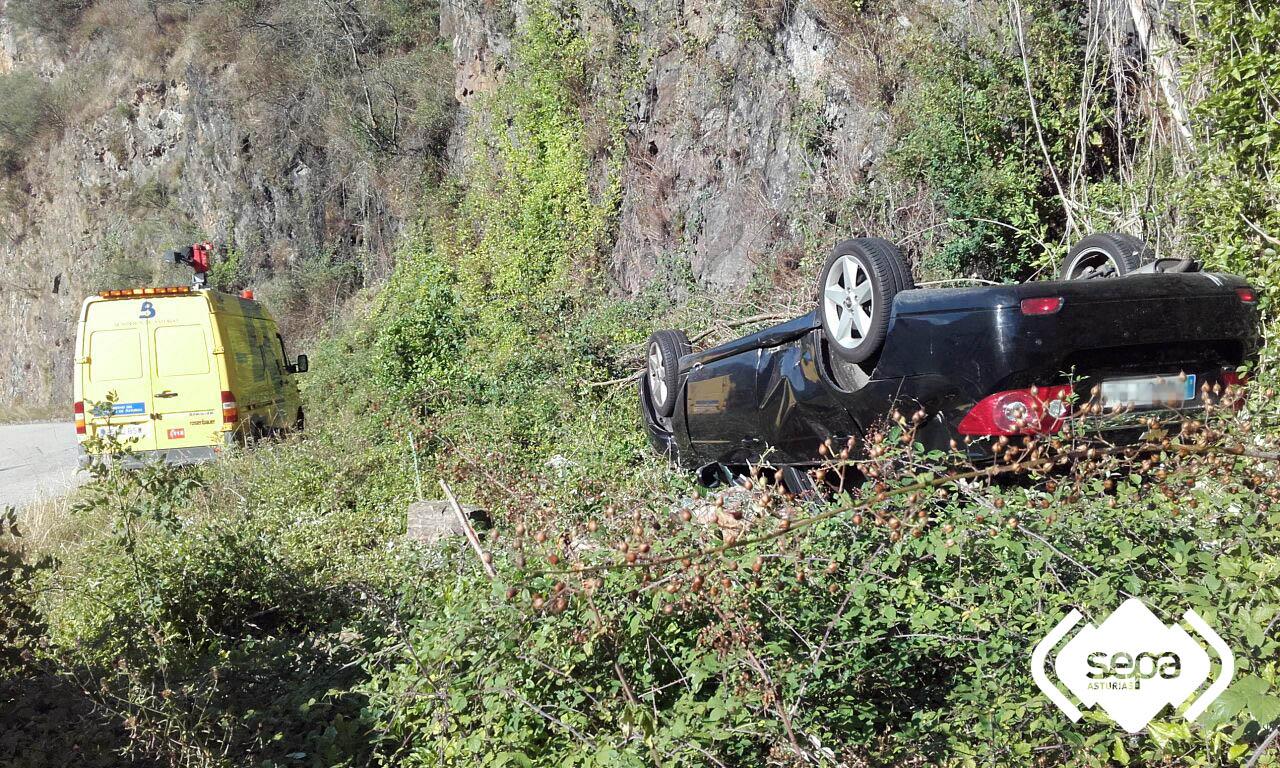 TINEO.- Mujer herida en accidente