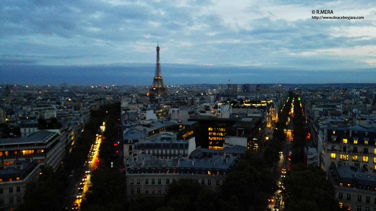 La foto y su pie.- Del atardecer de Larna al de París