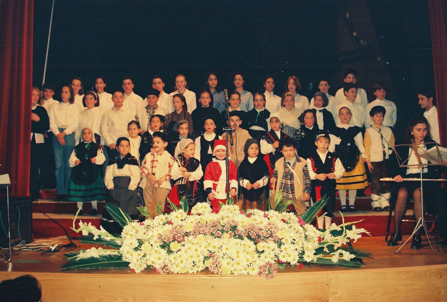 La foto y su pie.- Aquel concierto navideño del 98