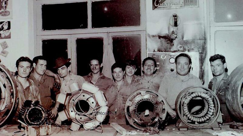 La foto:Mecánicos con sello de calidad