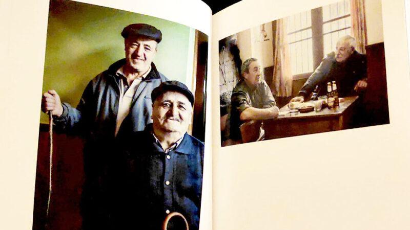 Con Besullo en el objetivo. Un libro de Andrea Ramos