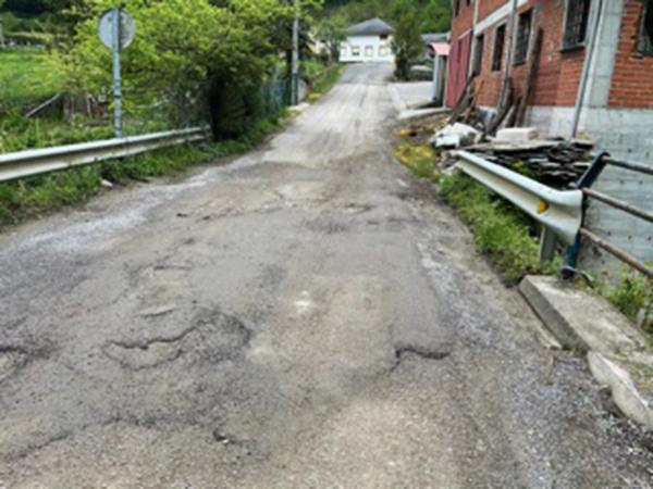 Según el PP cientos de kilómetros de carreteras están en ruinas