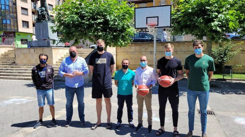 Más de 150 jóvenes  en el campus de verano del Oviedo Baloncesto en Cangas