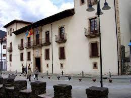 Cangas del Narcea refuerza al sector turístico y al comercio local
